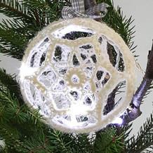 adventtikalenteri_virkattu_kovetettu_joulupallo_valopallo_teetee_alpakka_anchor_metallic