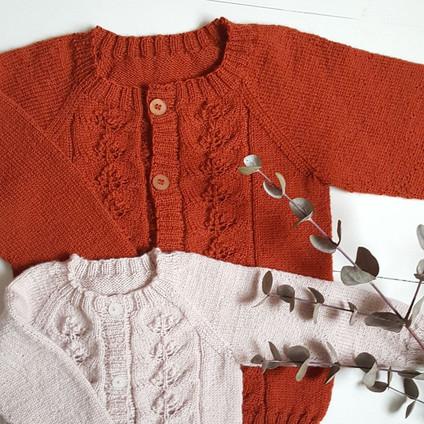 lasten-pihlajanmarja-pihlaja-neule-takki-jakku-ohje-teetee-helmi-merinovilla-lanka-vauvalanka