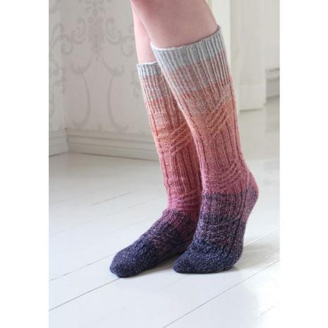 virtaviivaiset-sukat-ohje-varpaasta-karkeen-teetee-rainbow-sock-sukkalanka