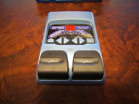 Myydään asiakkaan lukuun Multiefekti bassolle Digitech BP50 (käyt)