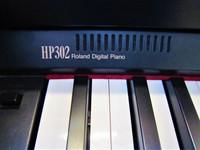 Myydään asiakkaan lukuun Digitaalipiano Roland HP-302 (käyt) + penkki (käyt)