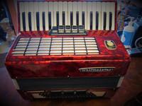 Myydään asiakkaan lukuun Pianohaitari Weltmeister 3-äänikertainen (käyt)