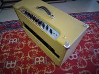 Myydään asiakkaan lukuun Kitaravahvistin Peavey Classic 50 212 (käyt)