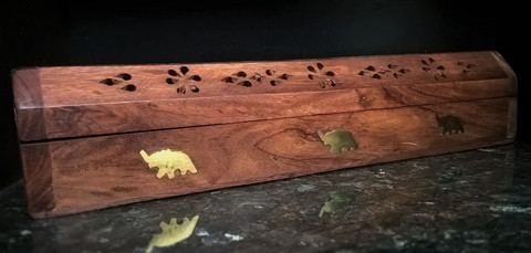 Suitsuketeline, laatikko ( elefantti )