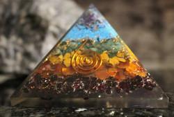 Orgoniitti, pyramidi 70/70/50 mm