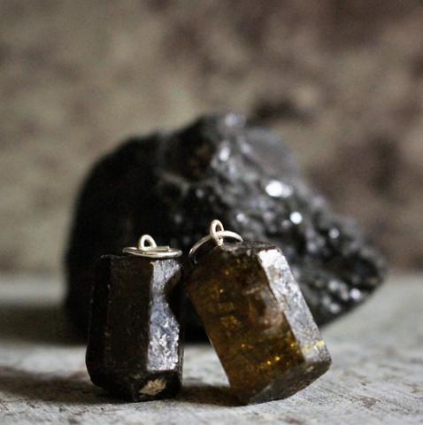 Riipus turmaliinikide 20 mm metallilenkillä