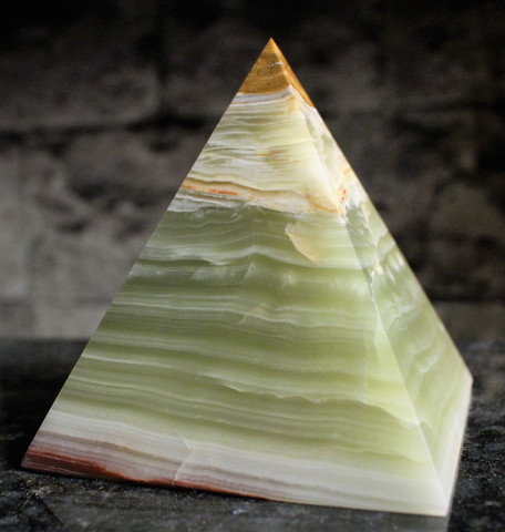 Onyksmarmori, pyramidi 110 mm