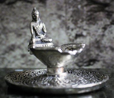 Suitsuketeline, Buddha/kädet