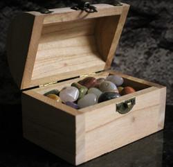 Rumpuhiotut kivet arkussa