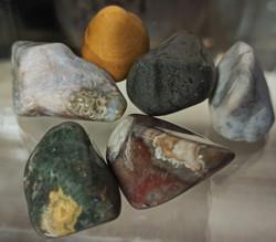Merijaspis rumpuhiottu kivi