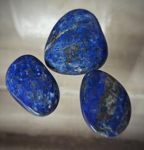 Rumpuhiottu kivi, lapis latsuli, 30-45 mm