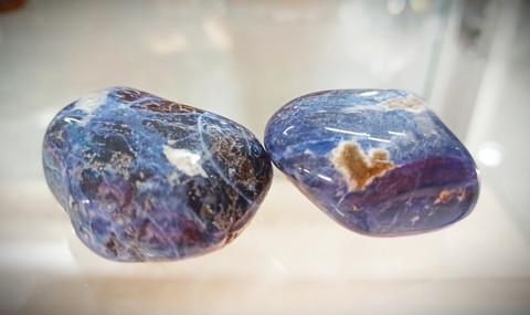 Rumpuhiottu kivi sodaliitti n. 40 mm