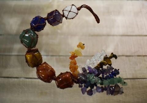 Amuletti chakrakivillä, 260 mm