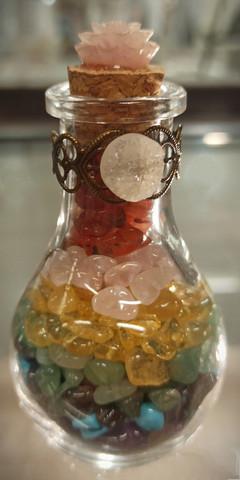Chakrakivet lasipullossa, 95 mm