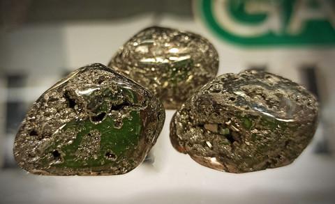 Rumpuhiottu kivi, pyriitti 20-30 mm