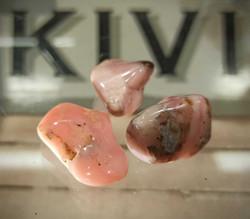 Rumpuhiottu kivi, pinkki opaali