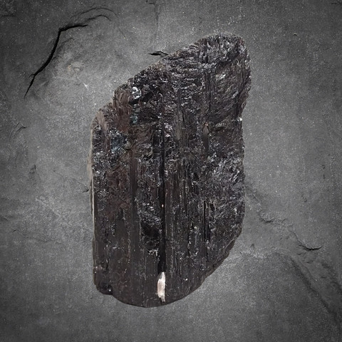 Musta turmaliini, n. 110/75/75 mm