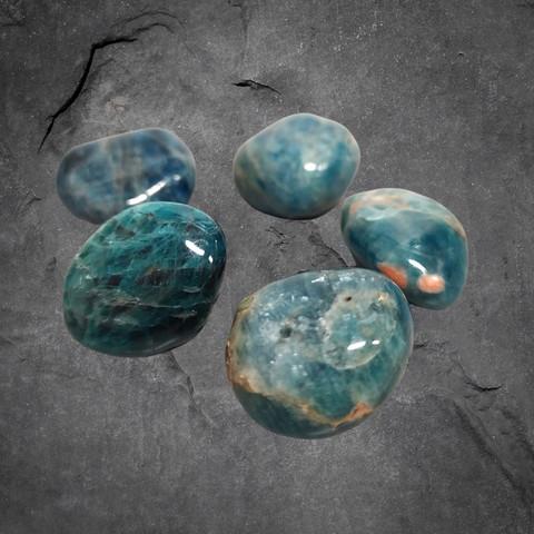 Rumpuhiottu kivi, apatiitti n. 20 mm
