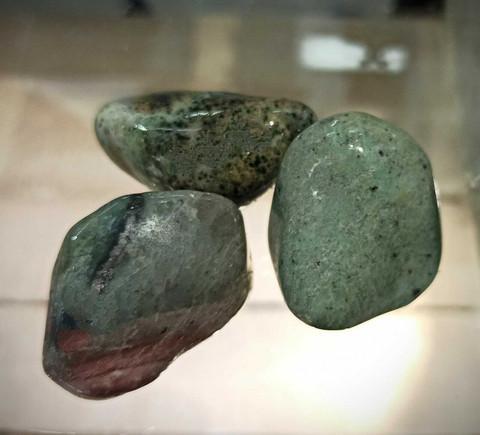 Rumpuhiottu kivi, Transvaal jade, 30-40 mm
