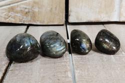 Rumpuhiottu kivi, labradoriitti