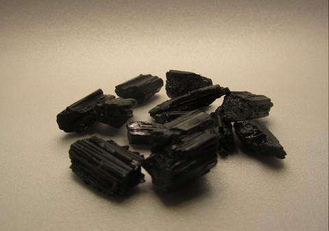Turmaliini, hiomaton 20 - 30 mm