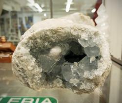 Selestiitti eli enkelikivi, kidesykerö 135/100/90 mm