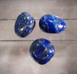 Rumpuhiottu kivi, lapis latsuli