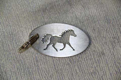 Avaimenperä Hevonen Ravaava