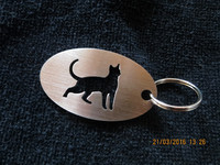 Keychain oval cat stands short-haired