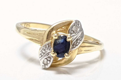 Sinisafiiri sormus kahdella timantilla, kultaa