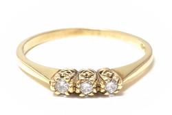 Kultasormus kolmella timantilla, kultaa