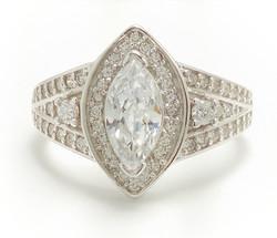 Kivisormus marquisen muotoisella kivellä, hopeaa 13006
