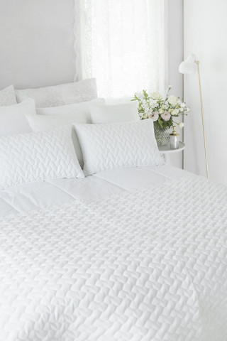 Belinda Bed Throw White 130x260