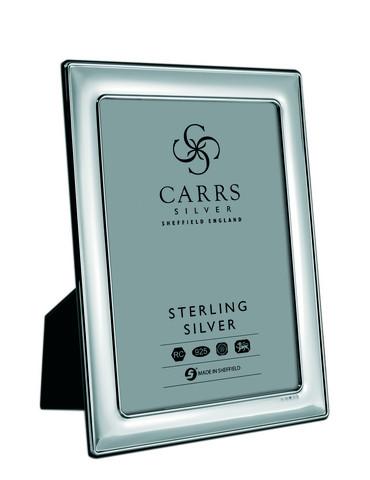 Carrs FR065/W sileä 18x13 hopeinen valokuvakehys mahonki taustalla