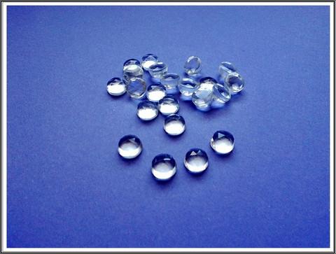Vuorikristalli AAA, Ø 9 mm ruusuhiottu kapussi