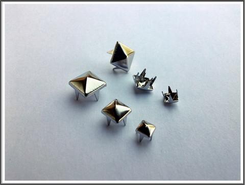 Niitit, pyramidi, eri kokoja, 10-25 kpl/pss
