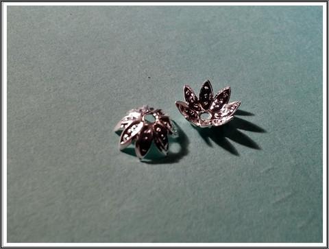 Helmihattu 8 mm, kukka filigree, hopeoitu, 20 kpl