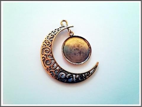 Korupohja/riipus Kuu, Ø 18 mm kapussipohjalla, antiikkikulta