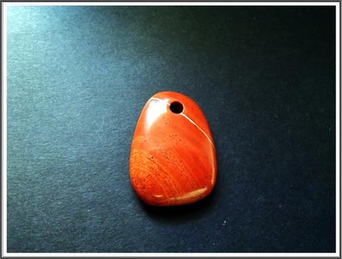 Jaspis, punainen riipuskivi, uniikki