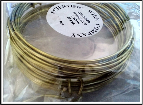 Värillinen alumiinilanka Ø 1,5 mm, 3 metriä, messinki (Brass)