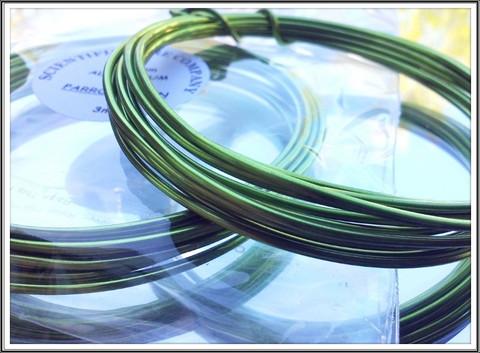 Värillinen alumiinilanka Ø 1,5 mm, 3 metriä, papukaijanvihreä (Parrot green)