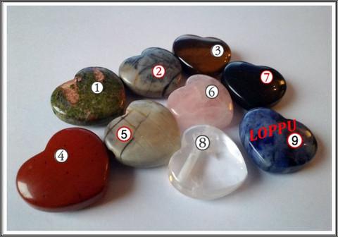 Kiviriipus sydän, 27 x 30 mm, eri kivilajeja