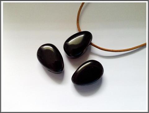 Obsidiaani riipuskivi, pisara