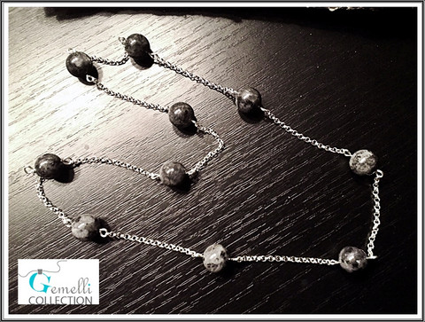 Kaulakoru, Larvikiitti ja hopeoitu metalliketju