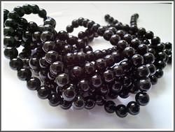 Obsidiaani AA, pyöreä Ø 6 mm, ½ nauha