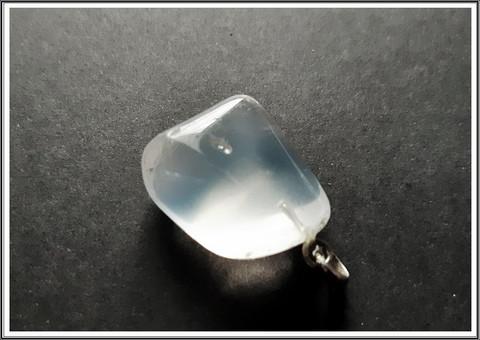 Opaali kiviriipus hopeisella pidikkeellä, uniikki nugetti