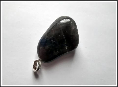 Ioliitti, uniikki kiviriipus .925 hopeisella pidikkeellä