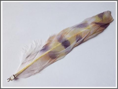 Höyhen 12-17 cm, koristeltu ruskea/valkoinen riipuslenkillä, 5 kpl