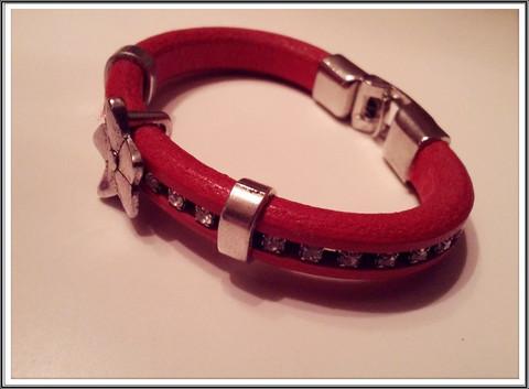 Regaliz® Punainen nahkarannekoru