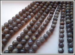 Labradoriitti A, pyöreä Ø 10 mm, ½ nauha